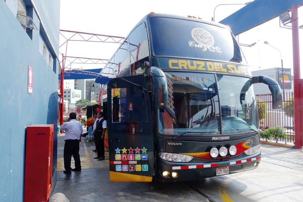 Bus Lima Guayaquil Cruz del Sur